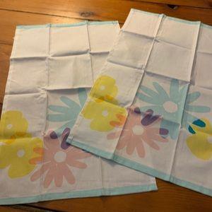 Vintage Farmhouse Floral Tea Towels - Set of 2